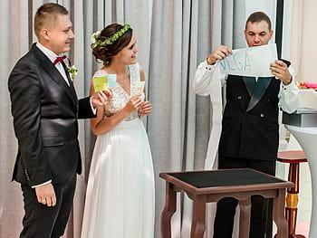 Profesjonalny sztukmistrz iluzjonista na wesele