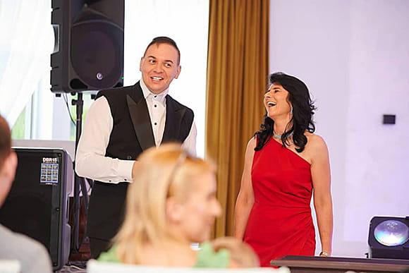 Iluzjonista na weselu z wybraną osobą